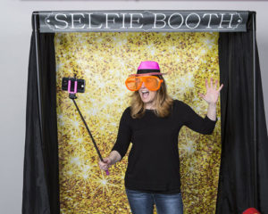 selfie-photo-booth-rental-mi